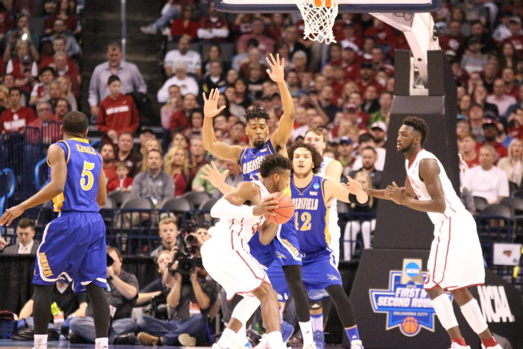 Oklahoma%27s+Buddy+Hield+being+guarded+CSUB%27s+by+Jaylin+Airington+and+Aly+Ahmed.%0APhoto+by+Alejandra+Flores%2FThe+Runner