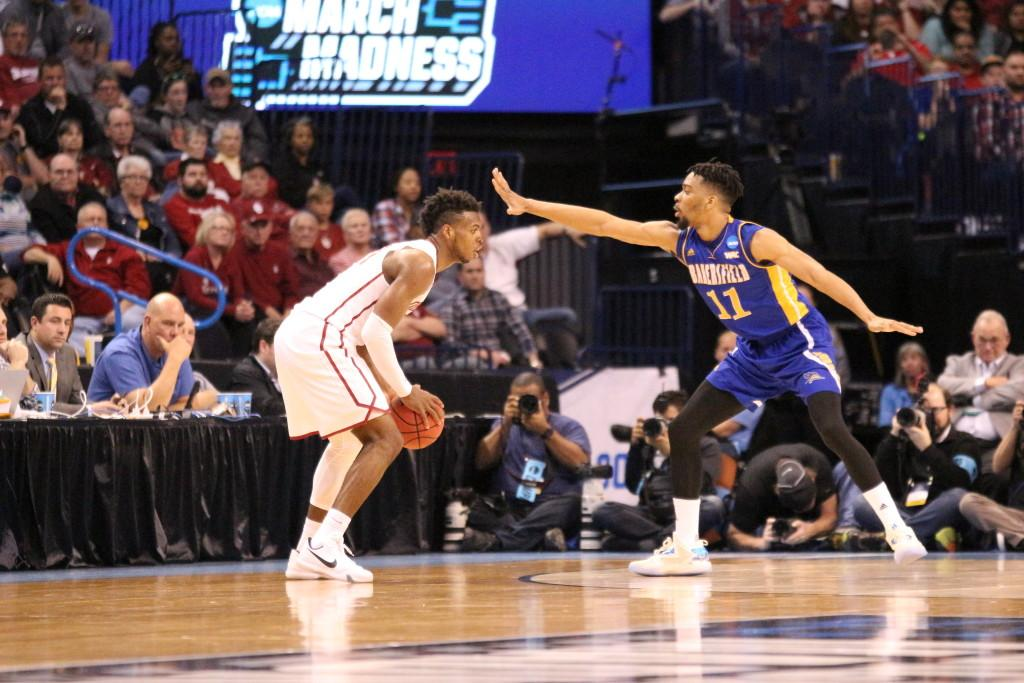 Redshirt-junior+Jaylin+Airington+guards+senior+guard+Buddy+Hield+during+Friday%27s+game.%0APhoto+by+Alejandra+Flores%2FThe+Runner