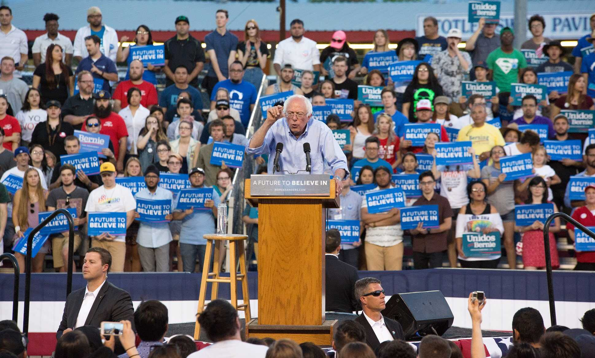 Thousands turn out for Sanders rally in Bakersfield