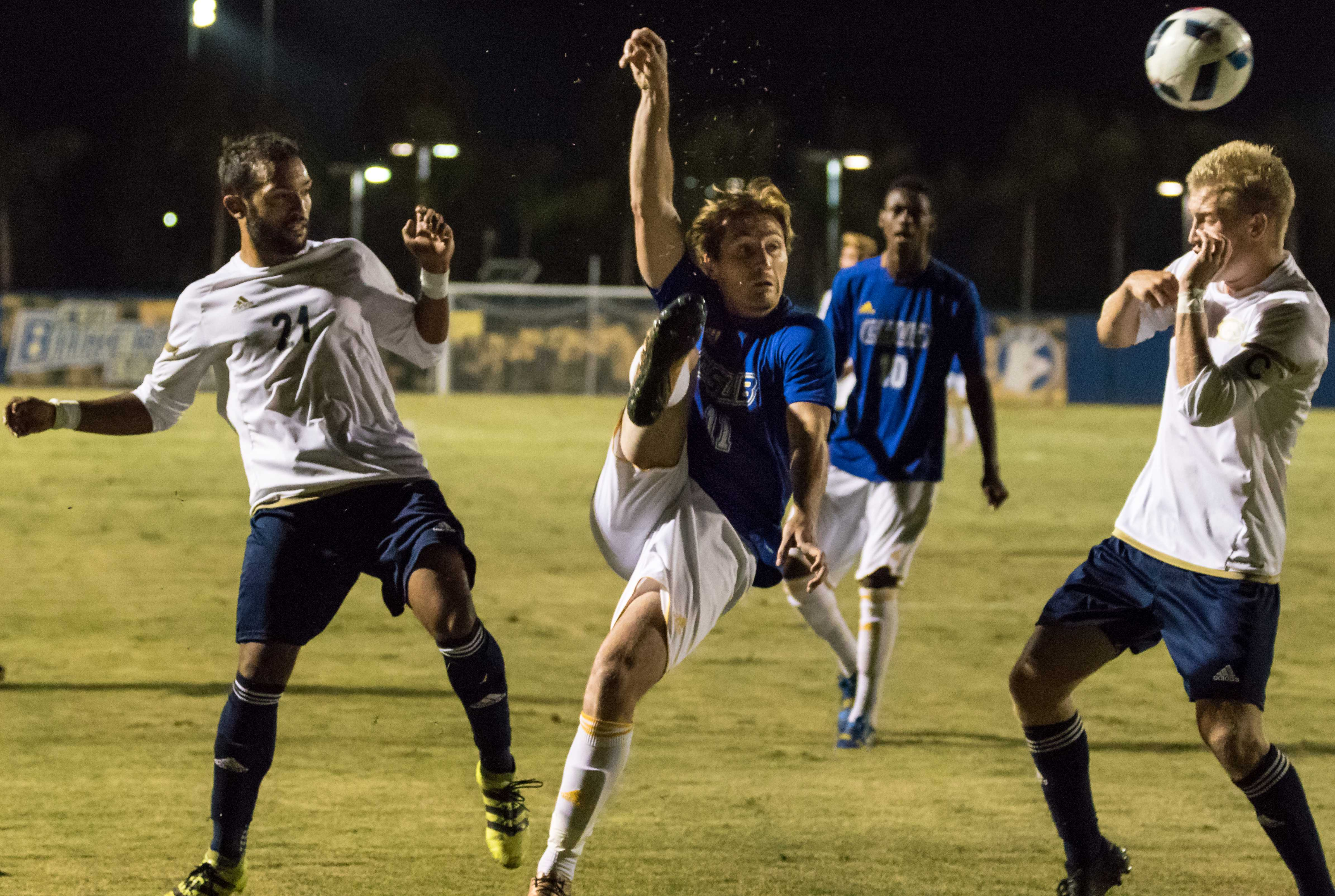 Roadrunners defeat Utah Valley in home conference opener