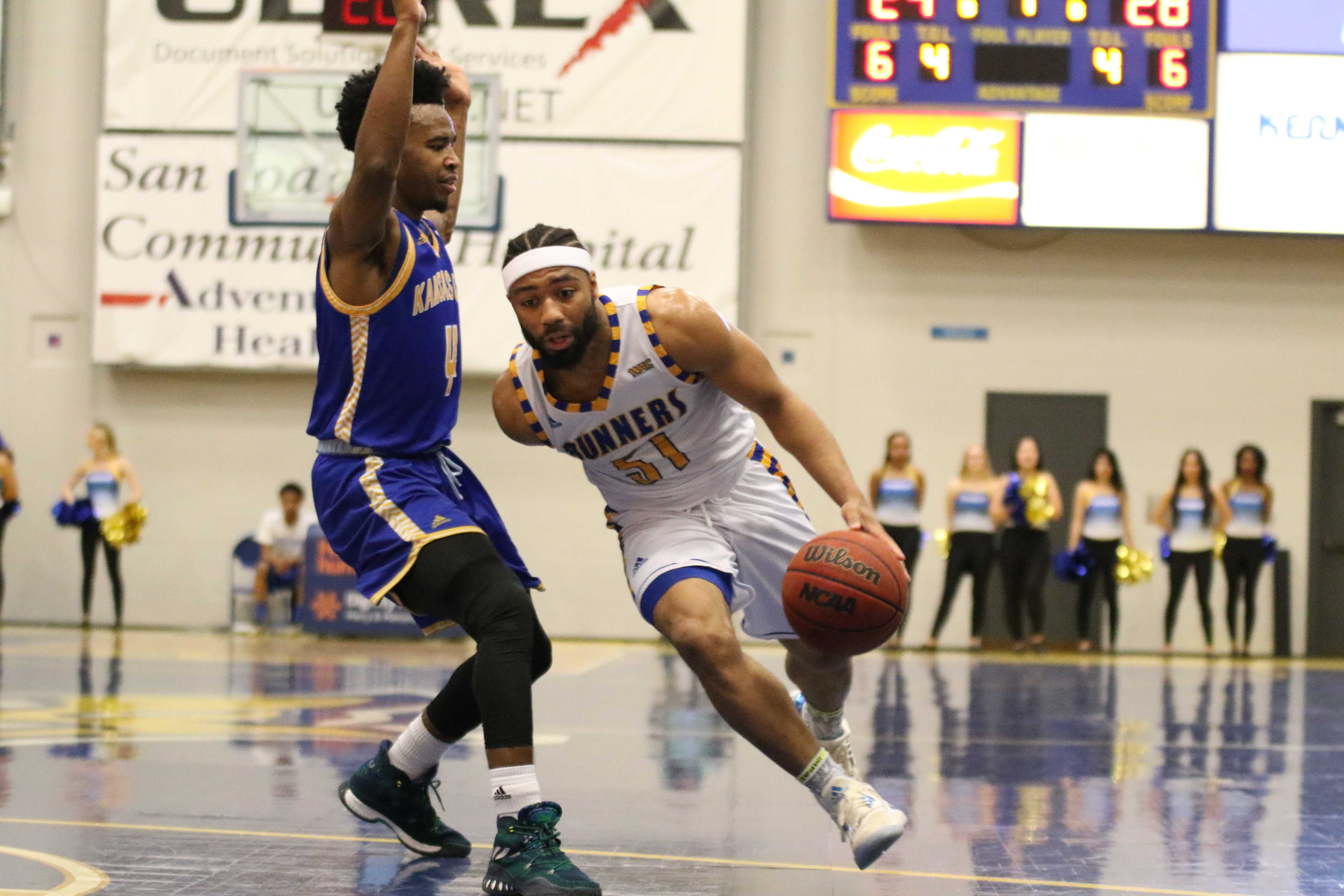 Roadrunners clinch share of conference title with 71-62 win