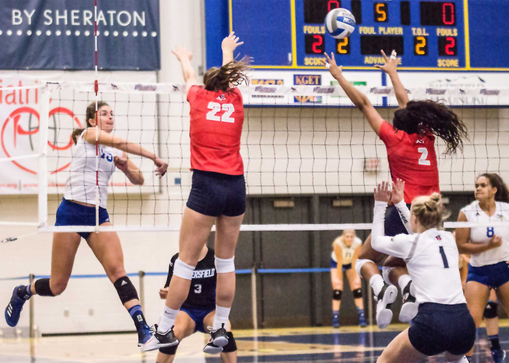 Roadrunners fall in straight sets on senior day