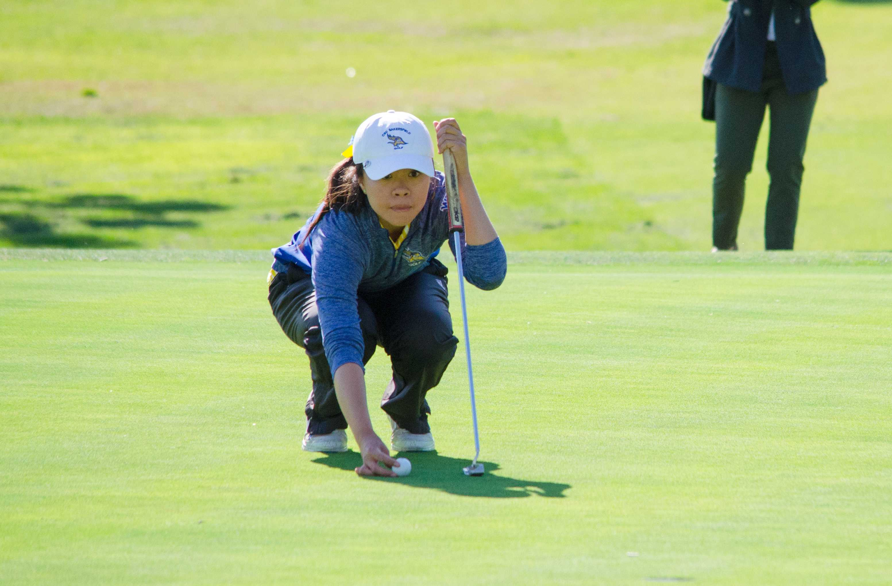 CSUB senior Ariel Lee, sets her shot at the Bakersfield Country Club on March 26 during the CSUB-CSUN dual.  Photo by Simer Khurana/ The Runner