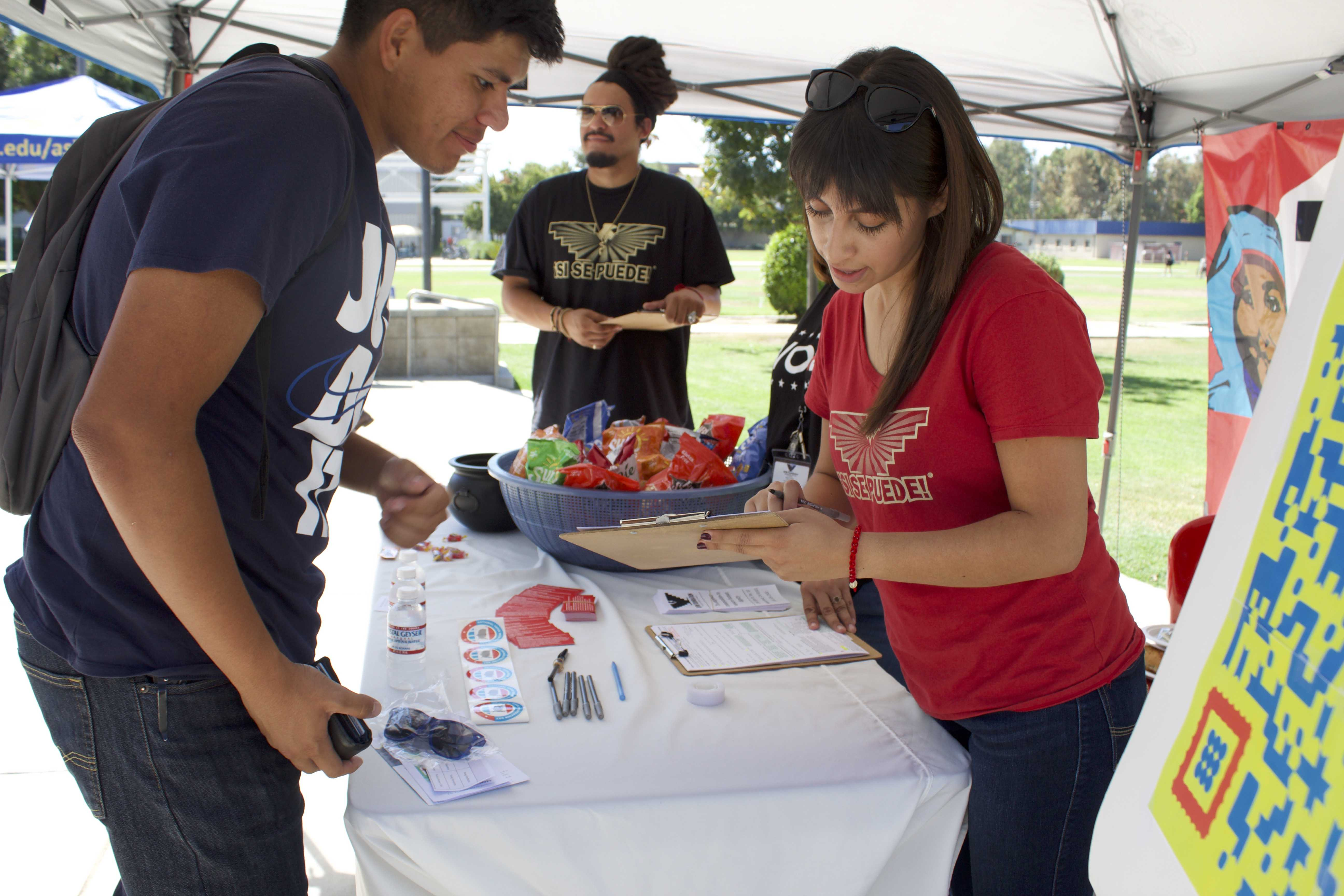 Voter registration drive attracts new student voters