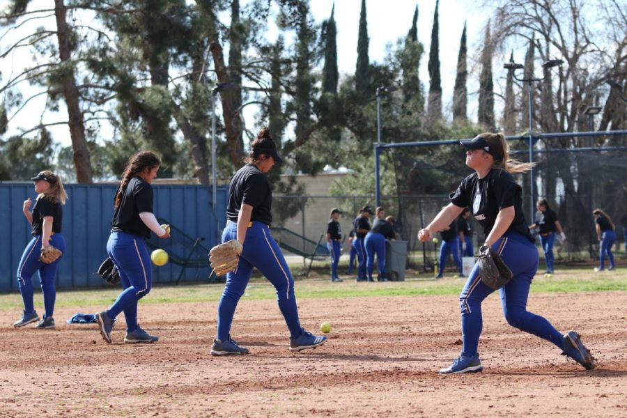 CSUB+softball+girls+during+practice+on+February+2019.%0APhoto+by+Sergio+Hernandez