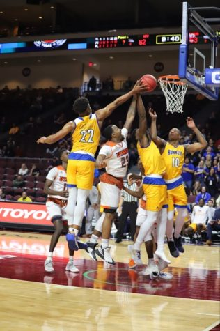 Basile's game-winning 3 sends CSUB to Big Dance