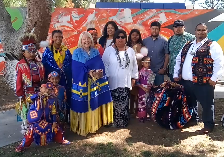 Members+of+the+Tejon+Indian+Tribe%2C+including+Chief+Kathryn+Montes+Morgan+%28center%29+presented+CSUB+President+Lynnette+Zelezny+with+a+ceremonial+shawl+and+smudging+basket+at+the+Stewards+of+the+Land+Celebration+on+April+27%2C+2019.+The+event+was+part+of+Zelezny%E2%80%99s+investiture+week+activities.