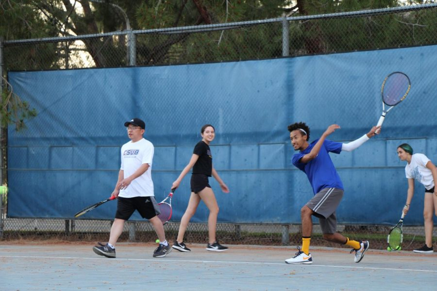 CSUB+SRC+Tennis+Club+members+practicing+at+the+SRC%E2%80%99s+courts+on+May+10.%0A%0AJJ+Reed%2FThe+Runner