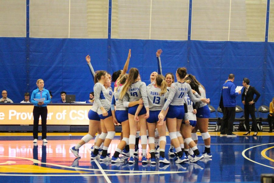 CSUB%E2%80%99s+volleyball+team+gather+in+a+group+circle+before+the+game+at+the+Icardo+Center+on+Oct.+17.++