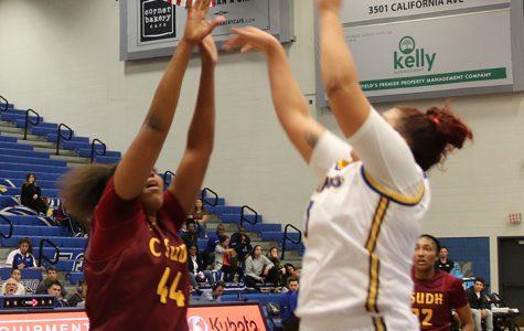 Women's basketball beat Toros opening night