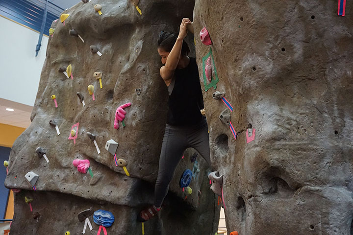 Student+Grace+Gil+triesher+luckboulderingon+the+bouldering+wall+in+the+SRC+on+Thursday+Sept.26+2019.
